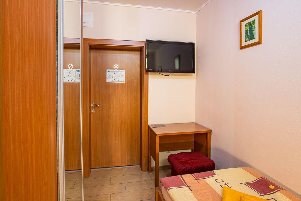 jednolozkova-izba-2-interier-city-penzion-kosice